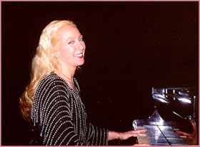 Suzanne Husson, pianist.